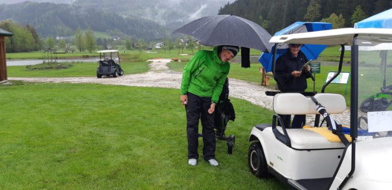 Regen und Regenschirm Mannschaft GC Liebenau