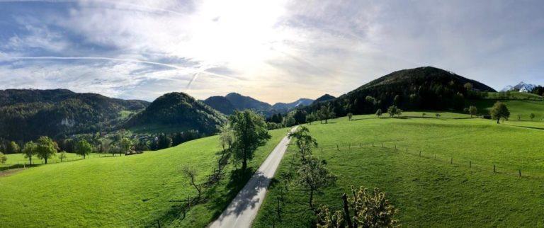 Straße und Berge