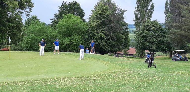 Mannschaft GC Liebenau Putt auf Grün