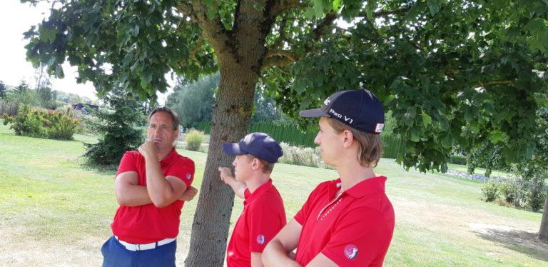 Mannschaft GC Liebenau beim nachdenken